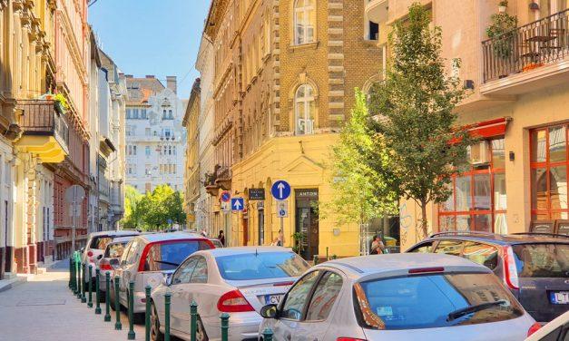 Ez lesz Budapesten is? Kitiltották Párizsból az idős dízel és benzines autókat