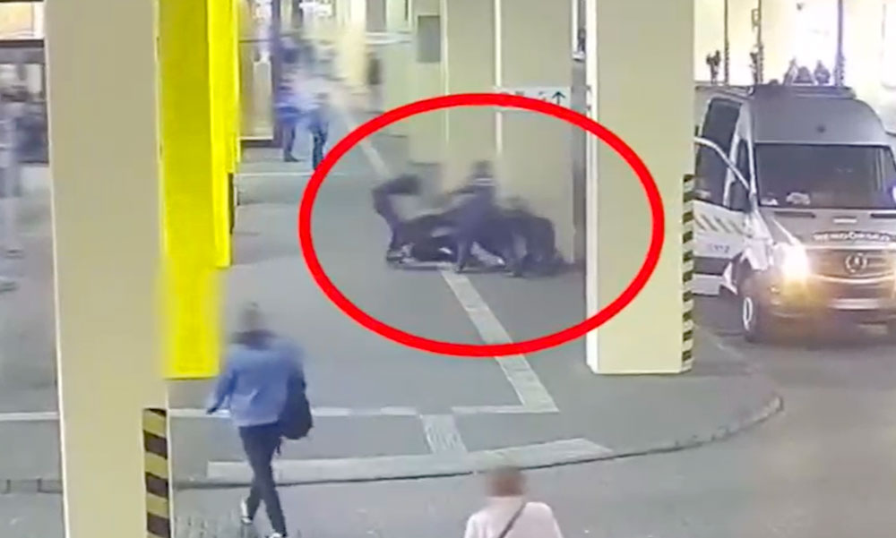 Itt a döbbenetes videó arról, hogyan támadtak meg egy rendőrt Budapesten