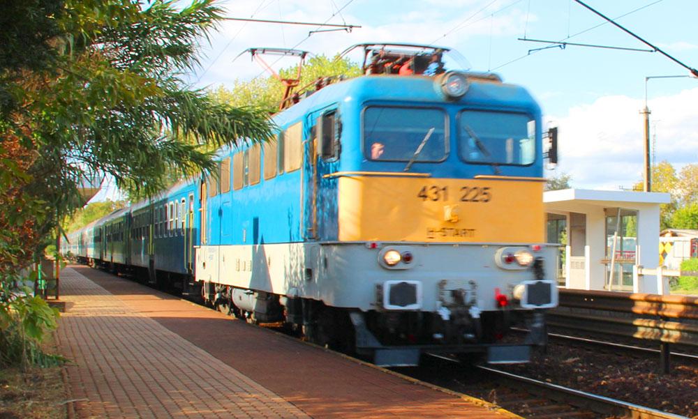 Elromlott egy mozdony, emiatt késnek a vonatok Cegléd felé