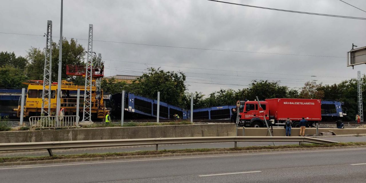 Csütörtök délig tart a két tehervonat műszaki mentése a Déli összekötő hídon, itt a MÁV új menetrendje