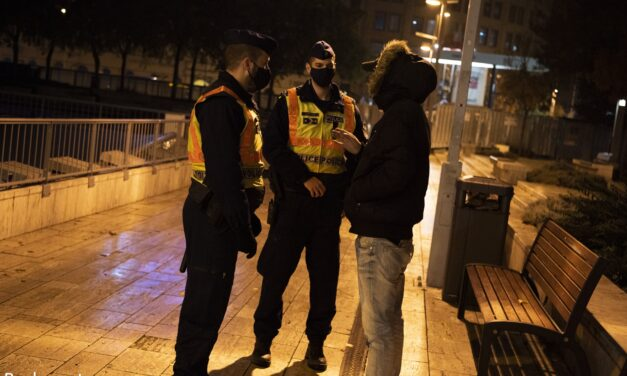 Fokozott rendőri ellenőrzés a kijárási tilalom idején – A zsaruk folyamatosan járják majd a közterületeket és figyelik a szabályok betartását