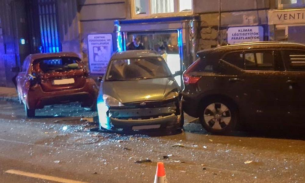 Dominóként tarolta le a teherautó a parkoló autókat a budai utcában, lelépett a vétkes bringás