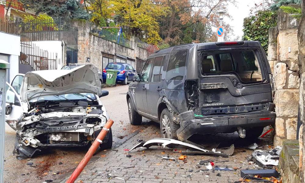 Epilepsziás rohamot kapott a sofőr, eszméletlenül száguldott lefelé a budai utcán, több autóba belerohant