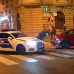 Szirénázó rendőrautó karambolozott a 6. kerületben, egy friss jogsis sofőr autójának ment neki