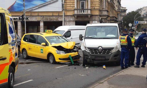 Taxi és kisteherautó ütközött a Blahán, lezárták a József körutat: óriási a dugó a környéken