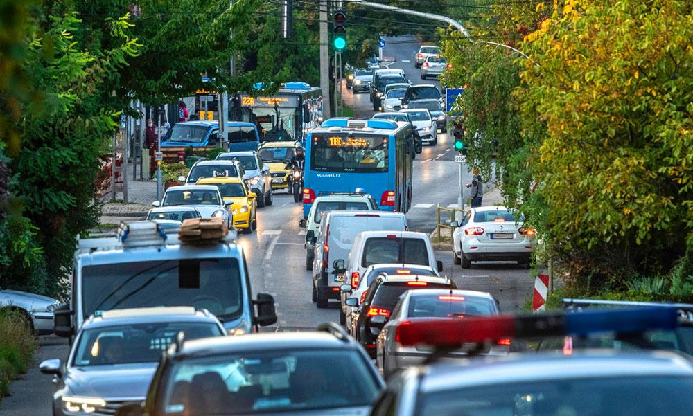 Vitézy Dávidék sok tízezer ember közlekedési szokásaira kíváncsiak, a szakaszos buszsávok miatt kérdeznek
