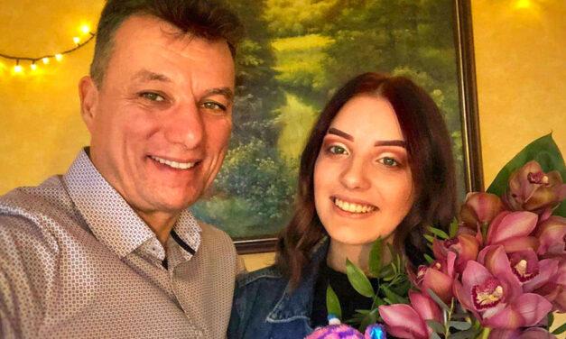 Lájkszüretet tartott Dunakeszi polgármestere a lányával, közben fontos családi kérdést szegezett gyermekének a városvezető apuka