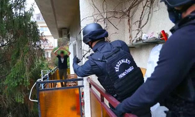 Elfogták az ereit felvágó autóst, aki ámokfutásba kezdett Budapesten és két karambolt is okozott