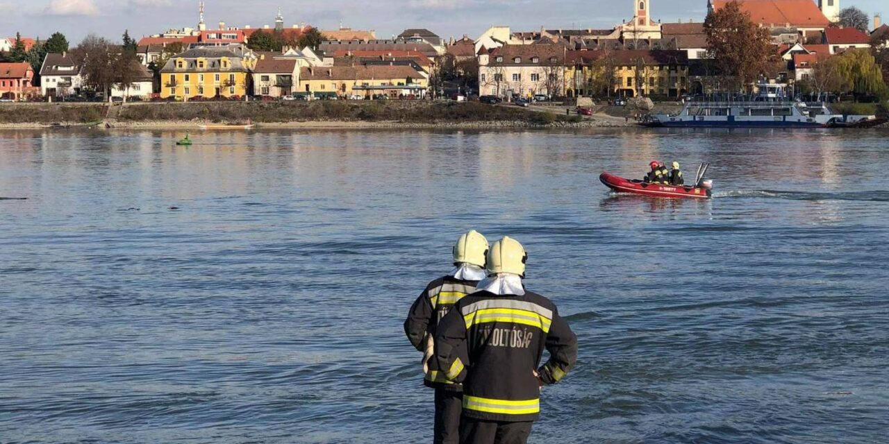 """""""A csónaktulajdonost elsodorta a folyó, a rendőrök csak jóval később tudták kihúzni a vízből"""" – Dunába esett és meghalt egy férfi Vácnál"""