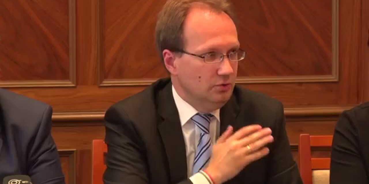 Most érkezett: elkapta a koronavírust a fideszes országgyűlési képviselő – Ő maga jelentette be!