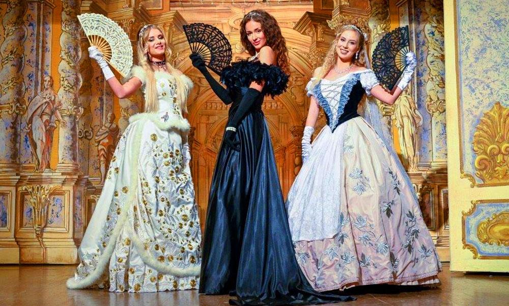 Sissinek öltöztek a Miss Hungary 2020 versenyzői a Gödöllői Királyi Kastélyban – Friss fotók!