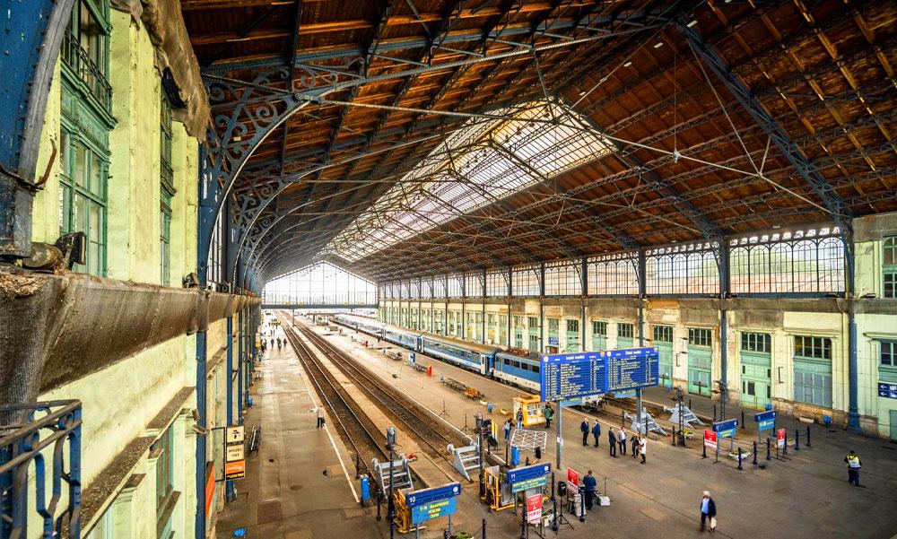 Valami nem stimmel a Nyugati pályaudvar tetőszerkezetével, csúszni fog a felújítás