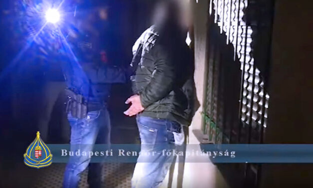 Rettegett a nő a stricitől, verte és fenyegette a férfi, amikor eltörte a nő karját betoppantak a rendőrök