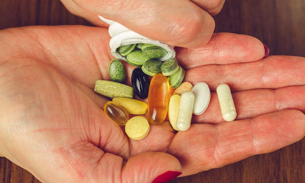 Elárulta az infektológus orvos, melyik vitaminok segíthetnek a koronavírus drámaivá alakulása ellen