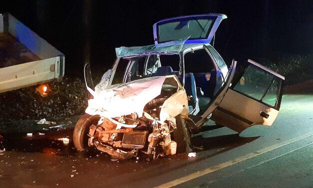 Durva baleset a ferihegyi repülőtér közelében, frontálisan ütközött a Suzuki egy teherautóval