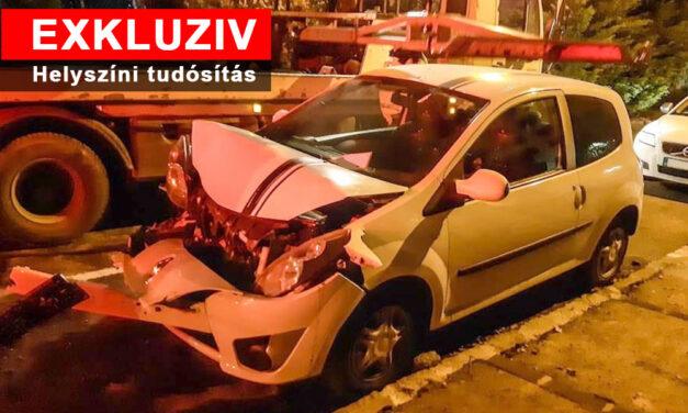 Láncbaleset: egymásba tolta az autókat az elszabadult furgon a lejtős budai utcán