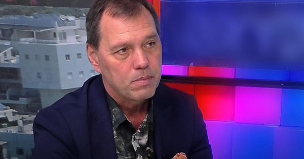 Szlávik János beszólt a politikusoknak: szerinte nem a nyitásról, hanem a vírus terjedésének megakadályozásáról kellene beszélni – közben 911 beteg van már lélegeztetőgépen Magyarországon