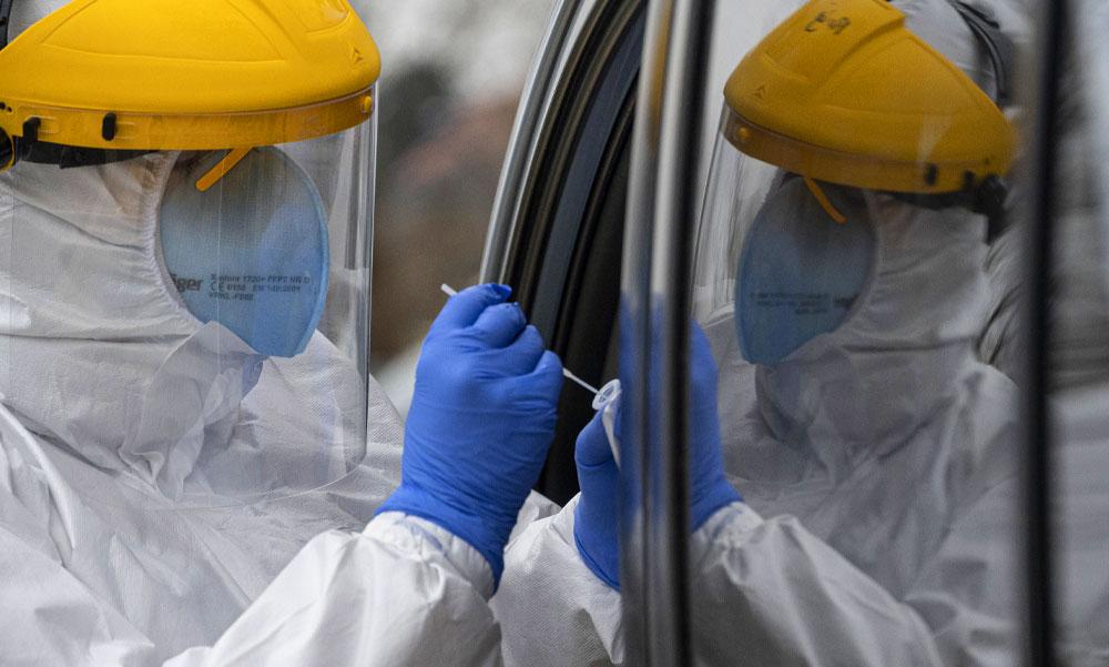 Koronavírus miatt 68-an haltak meg az elmúlt napon, Szlovákia újra országos tesztelést szervez, csak az dolgozhat, akinek negatív tesztje van