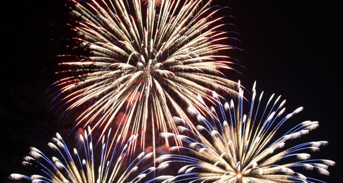 Ez már biztos: idén szilveszterkor nem lesz tűzijáték és petárda se – Mondjuk ez a kutyásoknak jó hír, a kereskedőknek már kevésbé