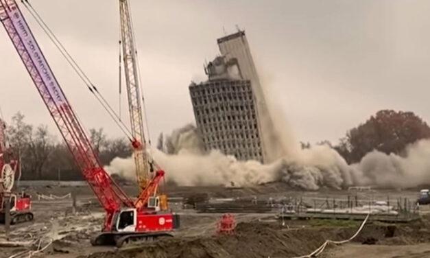 Így robbantották fel a VITUKI-irodaház épületét, pár másodperc alatt összeomlott a toronyház