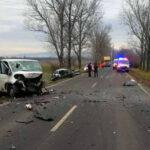 Eltűnt az autó eleje: ketten haltak meg a Százhalombattánál történt balesetben, az egyik áldozat egy 19 éves férfi