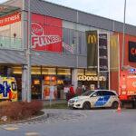 Meztelen nőt és 30 ezer forintot követelt az a férfi aki robbantással fenyegette meg az érdi Top Shop bevásárlóközpontot