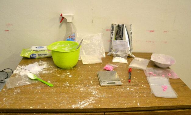 Családi drogbiznisz Vácon, a kábítószer-kereskedő apára és fiára egyszerre csapott le a rendőrség