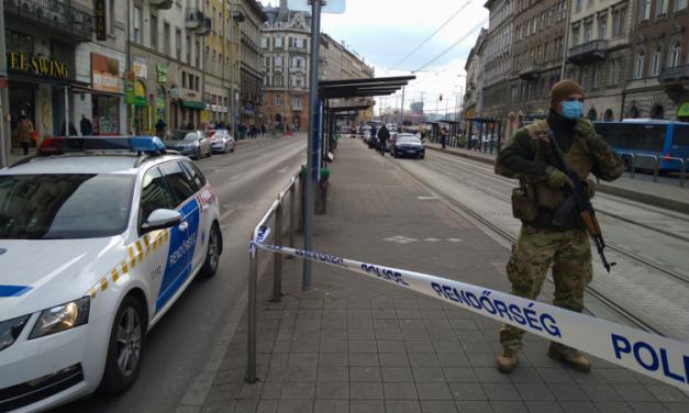 Megszúrtak egy férfit Mester utcai villamosmegállóban – A férfi életéért most is küzdenek