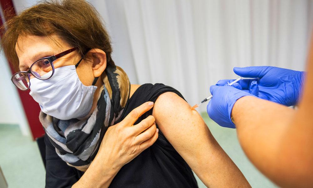 Egyre kevesebb a fertőzött a szomszédainknál, vajon itthon mikor torpan meg a járvány üteme?