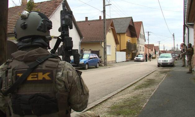 Fegyveres rablás, túszejtés és autós menekülés, a TEK-re is szükség volt a bevetésen