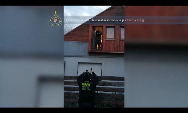 Budaörsi családi házban bujkált az a férfi, aki nem akart bevonulni a börtönbe – Érte mentek a rendőrök, de nem volt olyan egyszerű az elfogás – videó