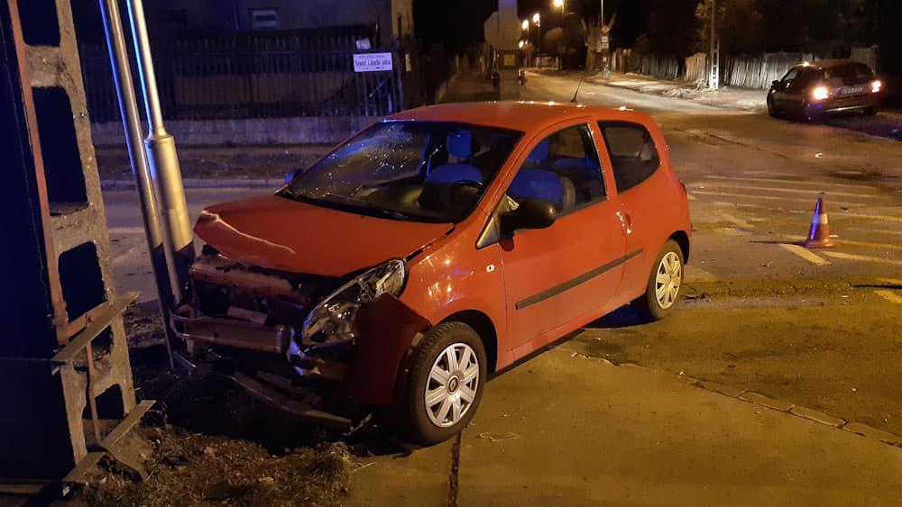 A hírhedt soroksári kereszteződésben tegnap este is törték az autókat
