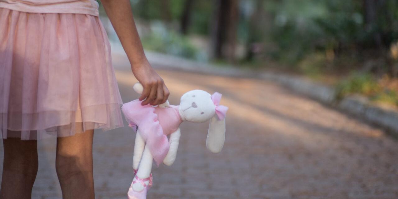 Nemrég költöztek új házba, tervezték a jövőt – A rokonok így árulták el a 6 éves kislánynak, hogy szülei a covid áldozatai lettek
