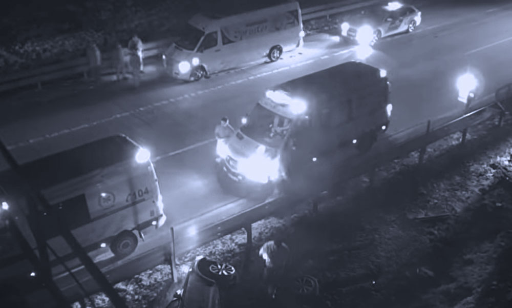 Durva balesetet rögzített az M0-áson egy kamera, a részeg sofőr ezután elképesztő dolgokat művelt
