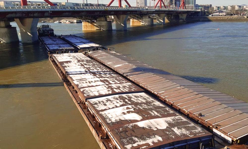 A Rákóczi híd pillérének ütközött egy hajó a Dunán, korábban ugyanitt elsüllyedt egy uszály, miért veszélyes ez a szakasz?