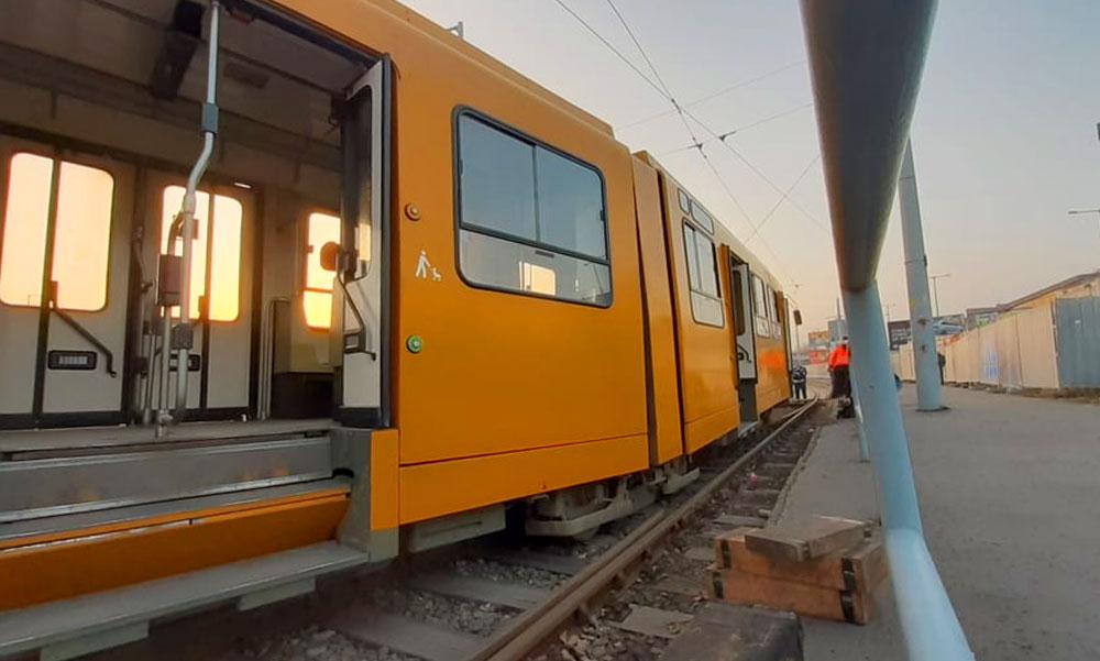 Kisiklott egy villamos, utasok is voltak rajta a baleset idején