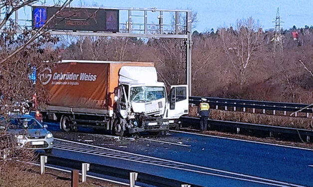 Négy autó és egy kamion ütközött az M1-esen, több kilométeres a torlódás