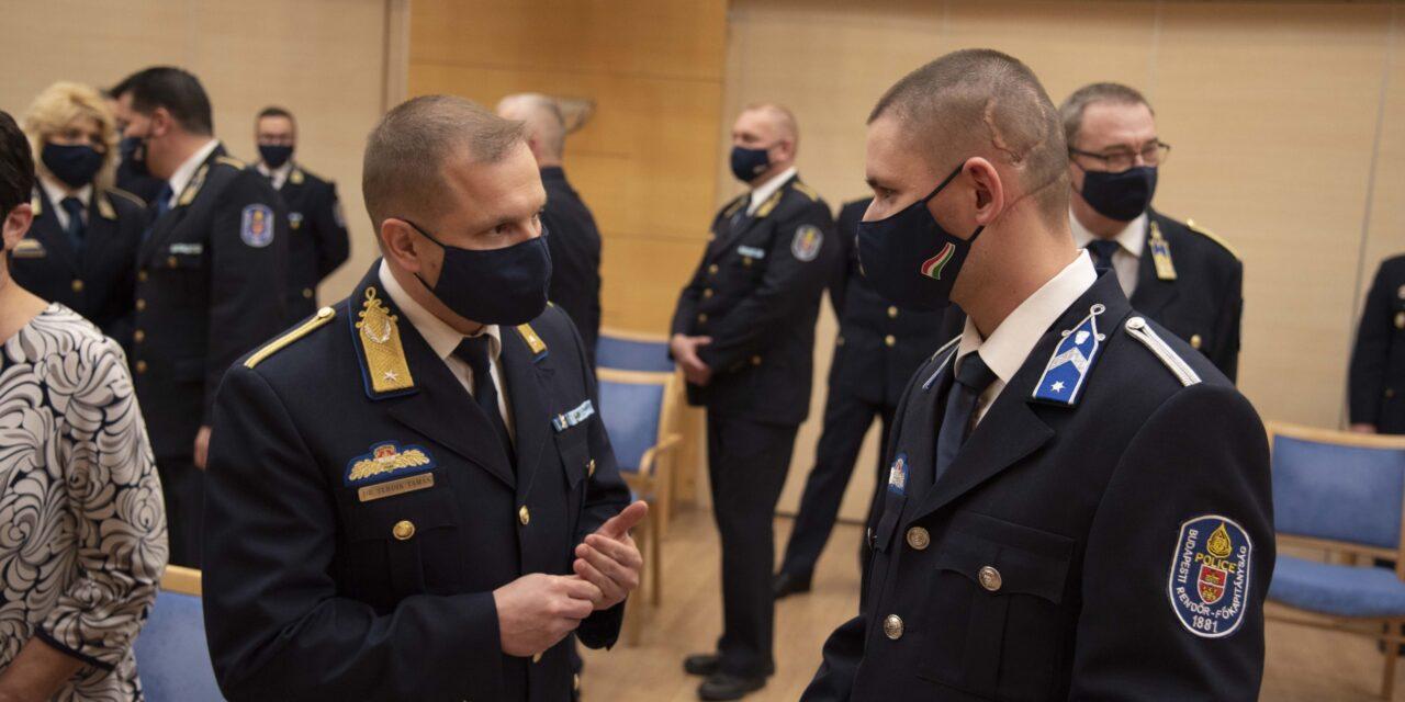 Főkapitányi kitüntetést kaptak a hős újpesti rendőrök