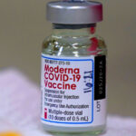 Egy óriási trükk a kínai vakcina-beszerzés? A kormány szerint túl drága 5200 forintért a Moderna vakcinája, inkább kínait vettek 18 ezerért, de miért?
