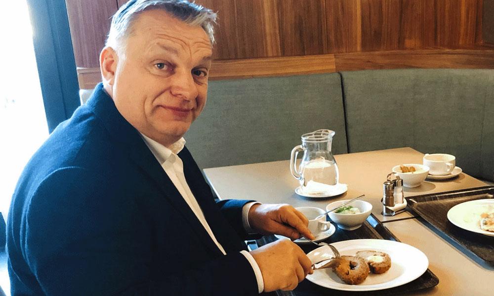 Díjnyerte katonai szakácsok készítik Orbán Viktornak és munkatársainak ebédjét a Karmelita kolostorban