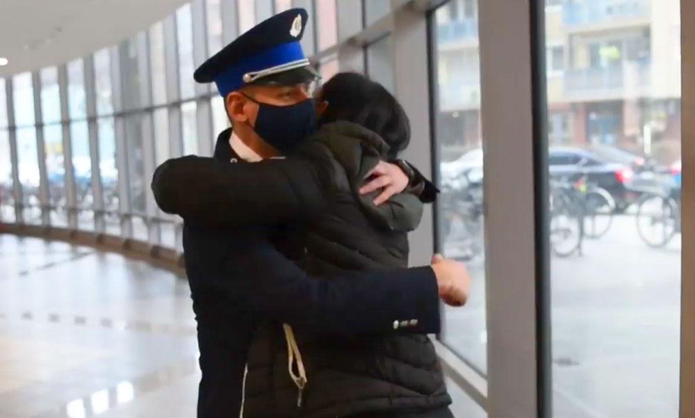 """""""Túlmegy már a barátságon"""" – megszólalt az a rendőrnő, aki megmentette rendőrtársa életét az újpesti késelésnél"""