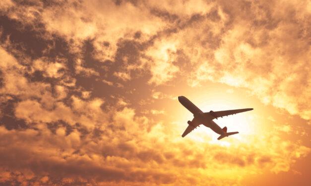 Hihetetlen helytállás: repülőn mentette meg egy férfi életét a nyaralására utazó vecsési doktornő