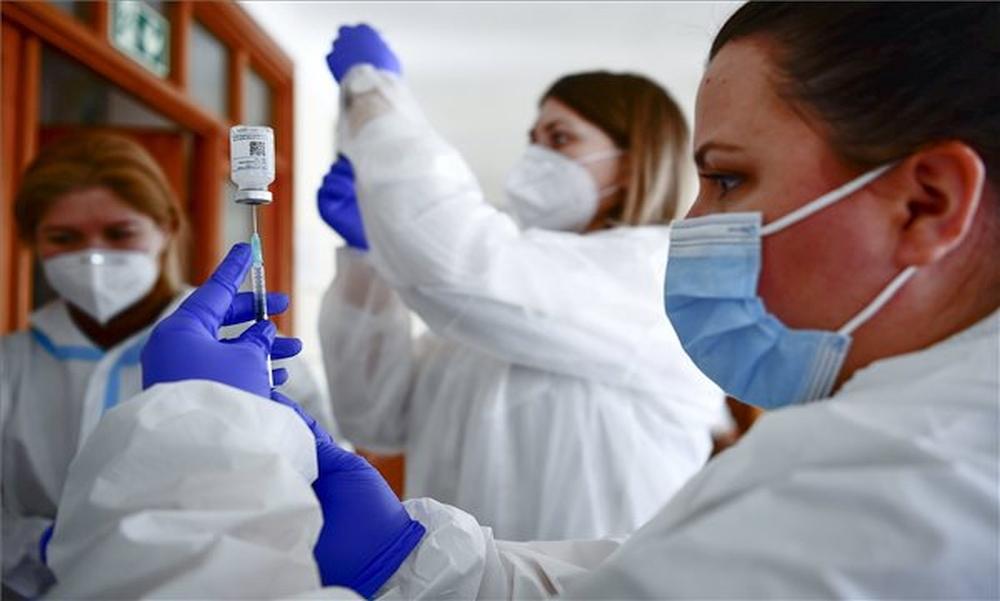 Változik az oltási stratégia: ezeknél a vakcináknál módosul a beadási protokoll