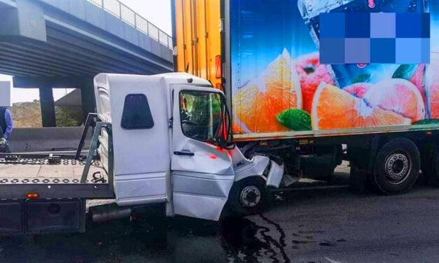 Kamion ütközött egy kisteherautóval az M0-áson, az egyik sofőrt a mentőhelikopter életveszélyes állapotban szállította a kórházba