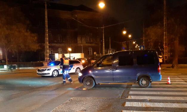 Elütöttek egy nőt a zebrán, úgy az aszfalthoz csapódott a feje, hogy mentők vitték kórházba