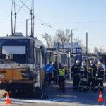 Összetört és kisiklott az a villamos, amely egy kamionnal karambolózott a Könyves Kálmán körúton