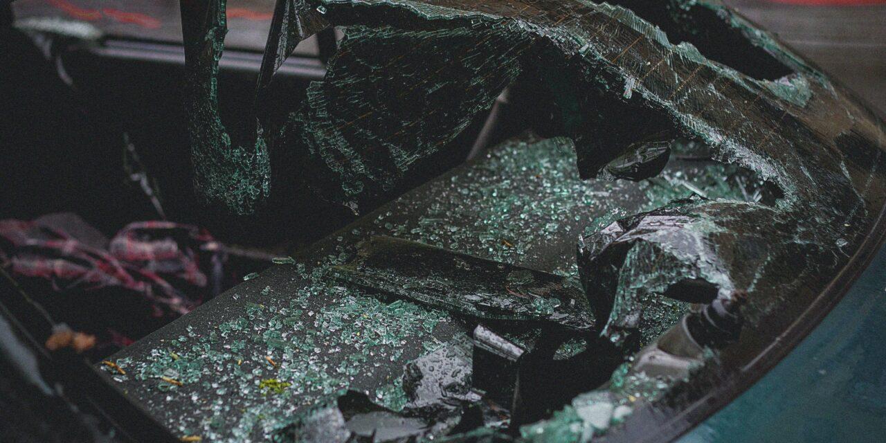 Lezárták a Szilágyi Erzsébet fasort – Két autó ment egymásba a 2. kerületben, egy ember megsérült