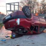 Átszakította a kerítést és bezúzott a telephely udvarára, majd fejtetőn állt meg a Dacia Szigetszentmiklóson