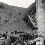 Tragikus fotók kerültek elő a Biatorbágyi viadukt felrobbantásáról, vonatroncsok mindenfelé