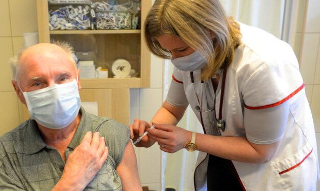 """""""Vizsgálni kellene a kínai vakcinával beoltottak immunrendszerét, és ha szükséges, kapjanak 3. oltást"""" – egyre több magyar szakember javasolja ezt"""